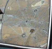 Geschoten van een windscherm van de pistoolauto, close-up, een misdaad stock foto