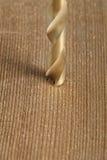 geschoten van het boren van een gat in hout Stock Foto