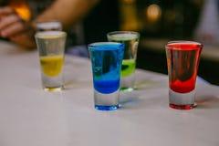 Geschoten van kleurrijke cocktails Royalty-vrije Stock Afbeelding