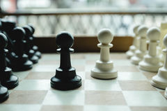 Geschoten van zich het witte huis van de schaakraad het bewegen Bedrijfsleider Concept Selectieve nadruk Royalty-vrije Stock Fotografie