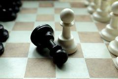 Geschoten van zich het witte huis van de schaakraad het bewegen Bedrijfsleider Concept Selectieve nadruk Stock Foto
