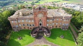 Geschotene antenne, schitterend Italiaans sammezzanokasteel, middeleeuwse architectuur stock videobeelden
