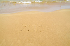 2015 geschreven in het zand Stock Foto