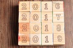 2016 2017 2018 2019 geschreven met houten blokken Stock Foto