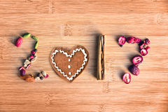2017 geschreven met kruiden op houten achtergrond, concept van het voedsel het nieuwe jaar Royalty-vrije Stock Afbeeldingen