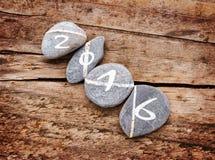 2016 geschreven op een lign van stenen op hout Stock Afbeelding