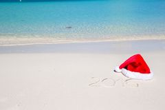 2016 geschreven op tropisch strand wit zand met Stock Afbeeldingen