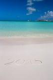 2015 geschrieben auf weißen Sand des tropischen Strandes mit Lizenzfreies Stockfoto