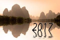 2017 geschrieben in chinesische Landschaft bei Sonnenuntergang, Konzept des neuen Jahres des Asiaten 2017 Lizenzfreie Stockfotografie