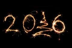2016 geschrieben mit Feuerwerken als Hintergrund Stockfotos