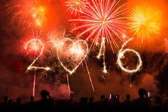 2016 geschrieben mit Feuerwerken als Hintergrund Lizenzfreies Stockbild