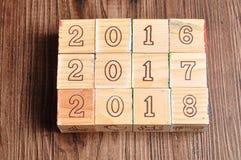 2016 2017 2018 geschrieben mit Holzklötzen Lizenzfreie Stockbilder