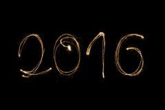 2016 geschrieben mit Wunderkerze Lizenzfreie Stockfotos