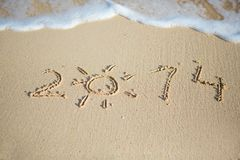 2014 geschrieben in Sand Lizenzfreie Stockfotografie