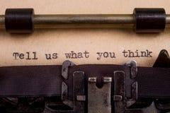 geschriebene Wörter auf einer Weinlese-Schreibmaschine lizenzfreie stockfotografie