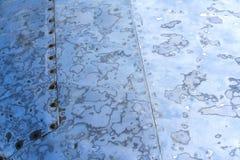 Geschuurde staaloppervlakte met klinknagels, blauwe kleur Royalty-vrije Stock Fotografie