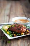 Geschwärzter Sommer-Salat Mahi Mahi Lizenzfreies Stockfoto