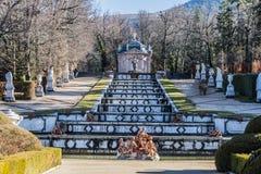 Geschwankter Brunnen in den Gärten des Granja von San Ildefonso Lizenzfreie Stockfotos