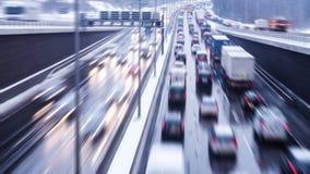 Geschwindigkeit auf Landstraße stockfotos