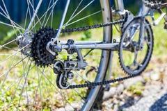 10 Geschwindigkeit derailleur mit laufen Kassette und Kette auf Fahrrad frei Stockfotos