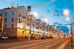 Geschwindigkeits-Verkehr - Licht-Spuren auf Lenin-Allee herein Lizenzfreies Stockfoto