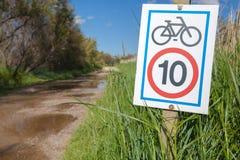 Geschwindigkeitsbeschränkung zu den Fahrrädern Stockfoto