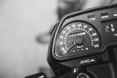 Geschwindigkeitsmesser auf einem Motorrad Stockfoto