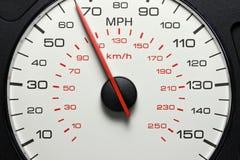 Geschwindigkeitsmesser bei 65 MPH lizenzfreie stockfotos