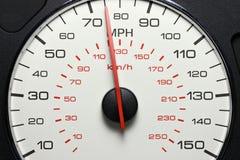 Geschwindigkeitsmesser bei 75 MPH Stockfoto