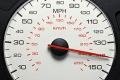 Geschwindigkeitsmesser bei 140 MPH Stockbild