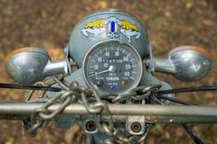 Geschwindigkeitsmesser circa mittleren von 1960 klassisch und von Weinlese Yamaha-Motorrad lizenzfreies stockfoto