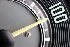 Geschwindigkeitsmesser des Oldtimers Stockfotografie