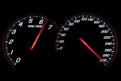 Geschwindigkeitsmesser und revcounter, welche die Begrenzung erreichen stockbild