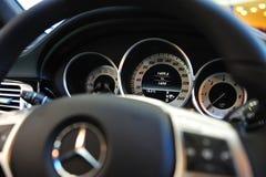 Geschwindigkeitsmesser von Mercedes E 63 AMG Stockfoto