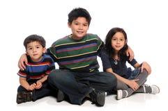 Geschwister-Sitzen lizenzfreie stockfotografie