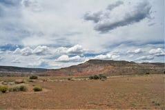 Geschwollene Wolken über Geist-Ranch lizenzfreie stockfotos