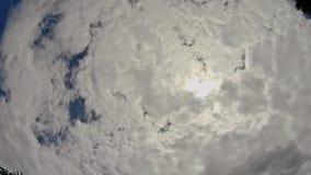 Geschwollenes weißes cloudscape Wolke des Himmels der Bewegung des blauen Himmels der Wolken helles weißes bewölkter Himmel stock footage