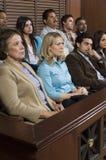 Geschworene im Gerichtssaal lizenzfreie stockfotos