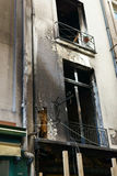 Geschwärzte Fassade nach Feuer Paris Frankreich Stockbilder
