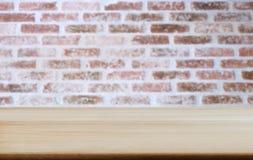 Geselecteerde van de nadruk lege houten lijst en muur textuur of oude baksteen royalty-vrije stock afbeeldingen