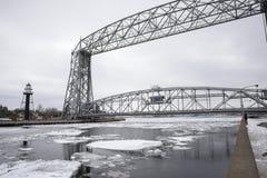 Gesenkte Hubbrücke funktionierte durch das Armeekorps von Ingenieuren Stockfotografie