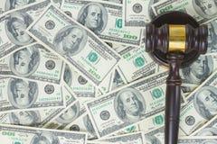 Gesetzeshammer und Euro-Geld Stockbild