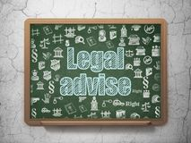 Gesetzeskonzept: Legal raten Sie auf Schulbehördehintergrund Lizenzfreie Stockfotografie