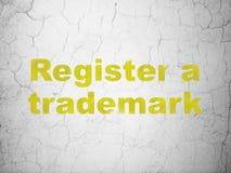 Gesetzeskonzept: Registrieren Sie ein eingetragenes Warenzeichen auf Wandhintergrund lizenzfreie abbildung