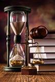 Gesetzeskonzept, -skalen und -zeit Stockbild