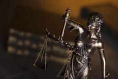 Gesetzesthema Blindes Gerechtigkeitssymbol - Themis Lizenzfreie Stockfotografie