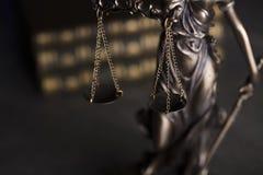 Gesetzesthema Blindes Gerechtigkeitssymbol - Themis Stockfoto