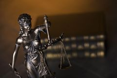 Gesetzesthema Blindes Gerechtigkeitssymbol - Themis Stockfotografie