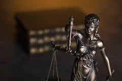 Gesetzesthema Blindes Gerechtigkeitssymbol - Themis Stockfotos