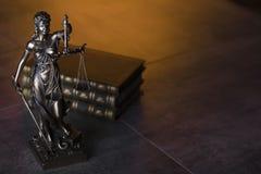 Gesetzesthema Blindes Gerechtigkeitssymbol - Themis Lizenzfreies Stockbild